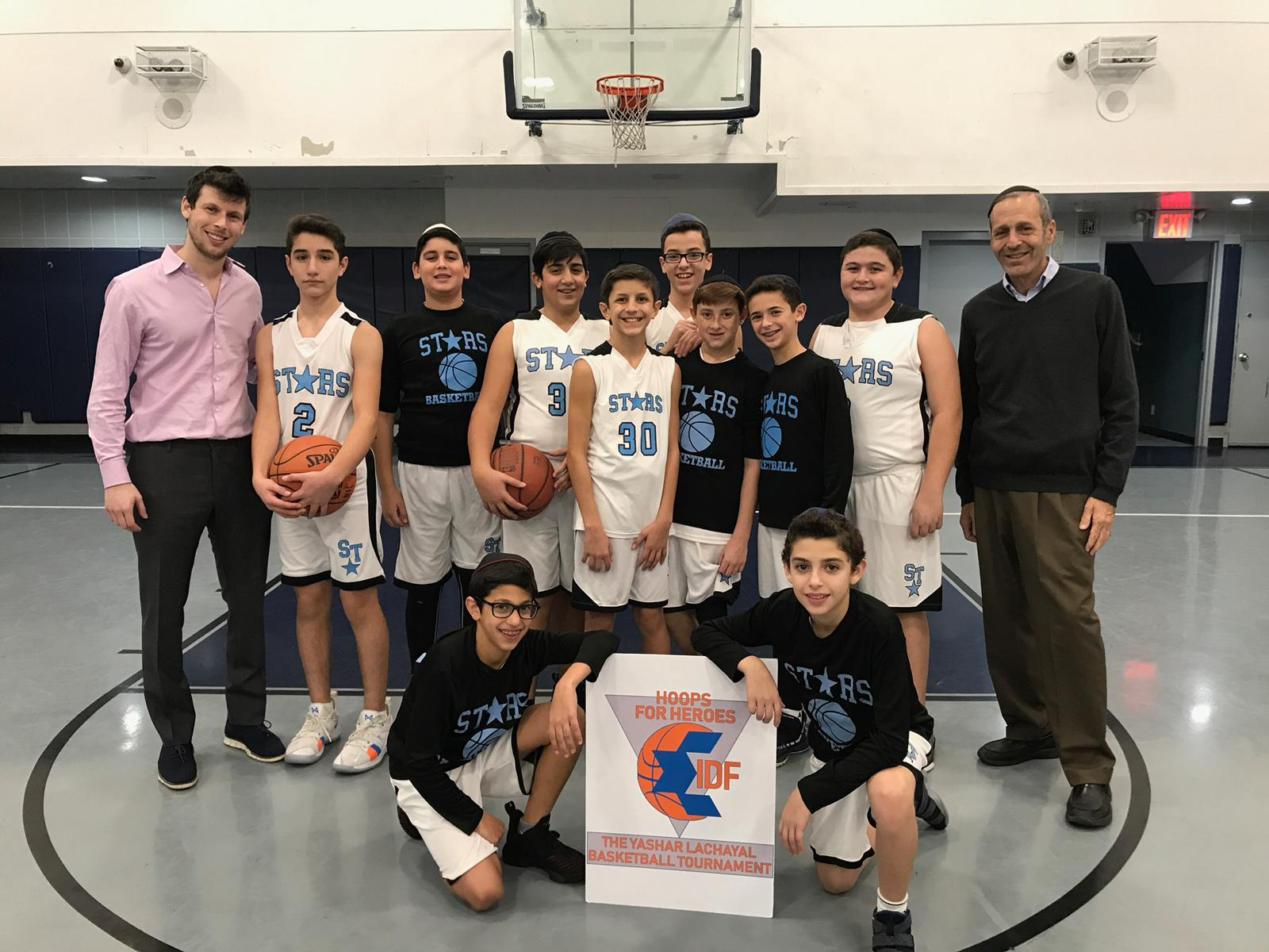 Yeshiva Shaare Torah joined together to play basketball and support IDF soldiers