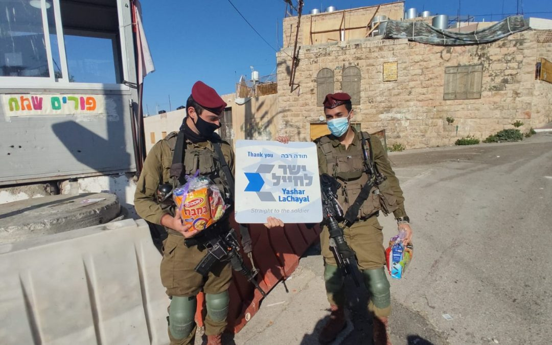 We gave out thousands of Mishloach Manot (Purim Snack Packs) to Soldiers for Purim!